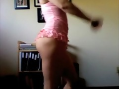 hot sister shaking her ass on livecam